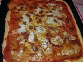 Pizza salsiccia e burrata