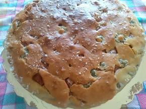 Torta salata con olive e mortadella