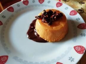 Panna cotta alla zucca con mandorle pralinate e fondo di cioccolato fondente