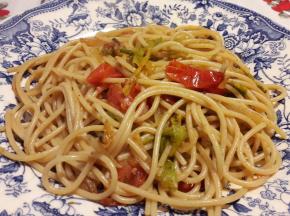 Spaghetti integrali ai fiori di zucca e pomodorini