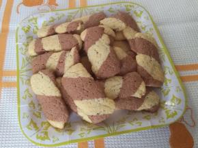 Biscotti bicolori per la colazione