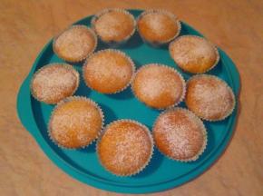 Muffin alla mandorla con cuore di prugna