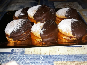Biscotti al burro con glassa al cioccolato