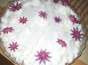 Torta con crema chantilly e panna