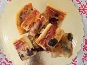 pizza con mozzarella,prosciutto e olive