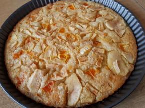 Torta con mela e arancia