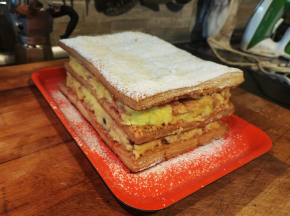 Torta Millefoglie con Crema e Amarene