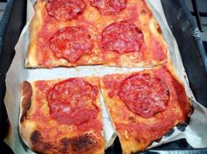 Pizza con salame