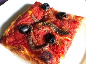 Pizza rossa simile Sardenaira