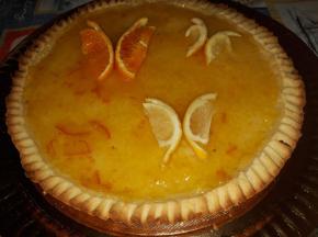 Crostata con crema al latte condensato e marmellata di arance
