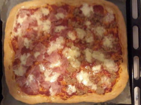 Pizza veloce al prosciutto e tonno