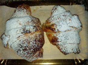 Croissant con crema pasticcera