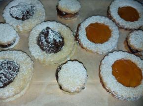 Occhi di Bue Cioccolato e Confettura albicocca (riciclo frolla torta della nonna)