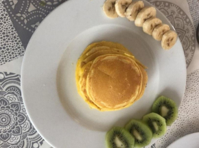 Pancake con frutta fresca