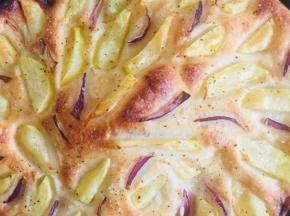 Rustico con patate e cipolle