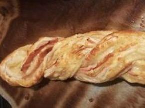 Treccia di sfoglia con prosciutto e formaggio