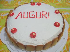 Torta di compleanno al cacao con crema al mascarpone