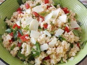Insalata di riso con rucola e grana