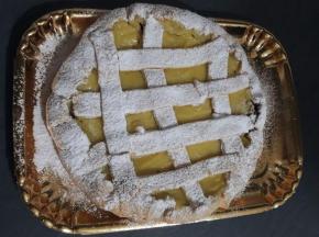 Crostata con crema pasticcera e confettura di ciliegie