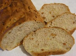 Pane con noci e arachidi