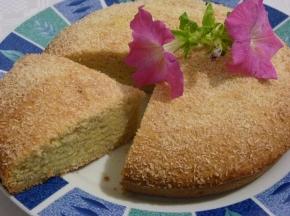Torta con banane, cocco e farina di mais con fruttosio e senza uova