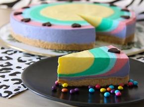 Cheesecake arcobaleno allo yogurt per Carnevale