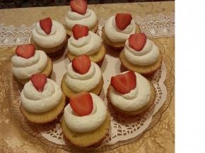 """""""white"""" cupcake con panna e fragole"""