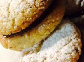 Biscotti nocciole e fragole