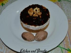 Mini cheesecake con philadelfia, olive nere e gelatina di aceto balsamico