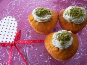 Muffin alle carote con crema di pistacchio