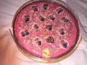 torta minions( la prima torta con la pasta di zucchero)