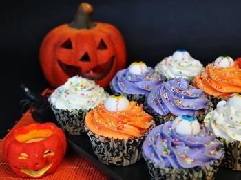 Cupcake di Halloween con gli occhi degli zombie