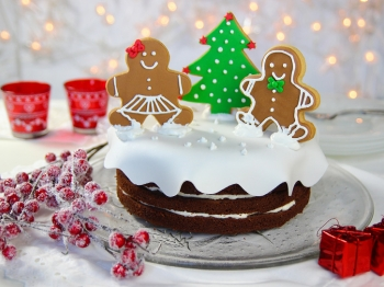 Torta natalizia con omini pan di zenzero