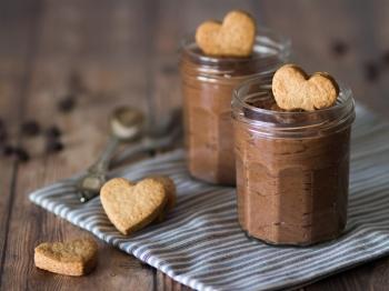 Bavarese al cioccolato con biscottino al farro
