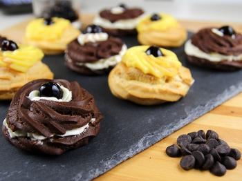 Zeppole di San Giuseppe al cioccolato e alla crema pasticcera