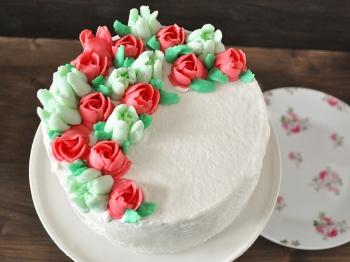 Torta floreale con beccucci russi