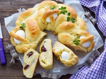 Treccia ripiena con olive, salame e scamorza
