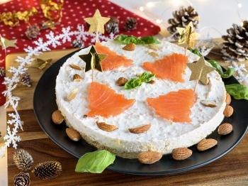 Cheesecake salata con salmone affumicato, mandorle e basilico