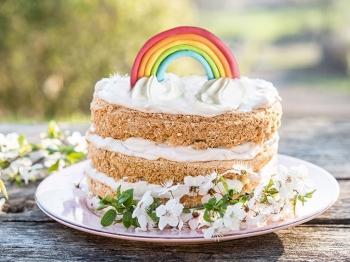 Pasta di zucchero, colori e fantasia: facili decorazioni per dolci