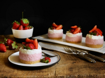 Mini-tortine allo yogurt con fragole