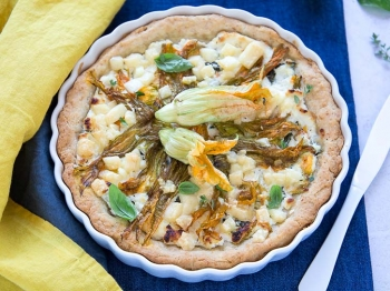 Torta salata con fiori di zucca