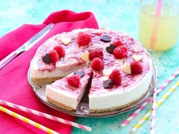 Torta allo yogurt marmorizzata ai lamponi