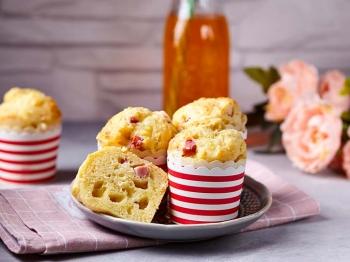 Muffin salati con prosciutto cotto e formaggio