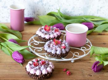 Tortine cioccolato e riso soffiato con panna