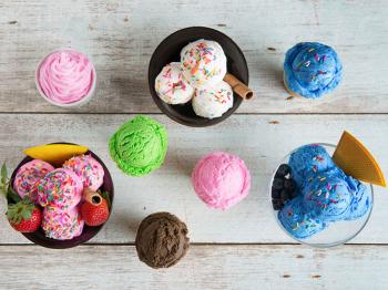 Come la decorazione trasforma il gelato in un dessert