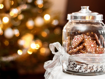 Regali di Natale fai da te: i dolcetti in barattolo da preparare con i bambini