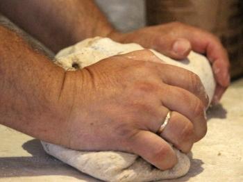 Casatiello napoletano fatto in casa: 3 tips per farlo mantenere soffice e gustoso