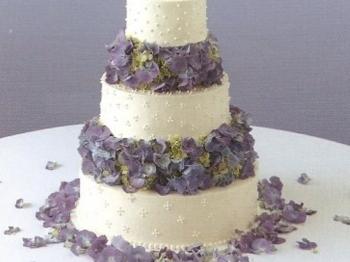 Fiori commestibili nei dolci: 4 idee di ricette profumate, colorate ed eleganti