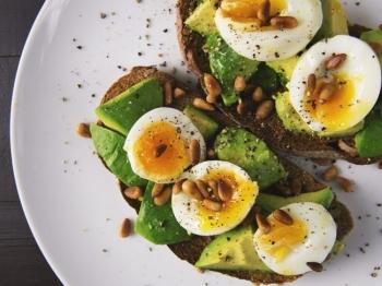 Colazioni salate: 4 idee gustose e originali per iniziare la giornata diversamente