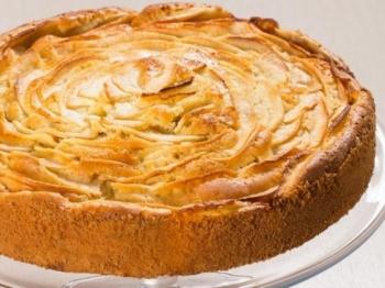 Torta di mele: la ricetta per realizzare un dolce soffice e morbido